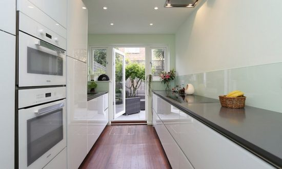 Как обустроить узкую кухню, чтобы было удобно