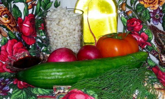 Пикантный салат с перловой крупой — как приготовить